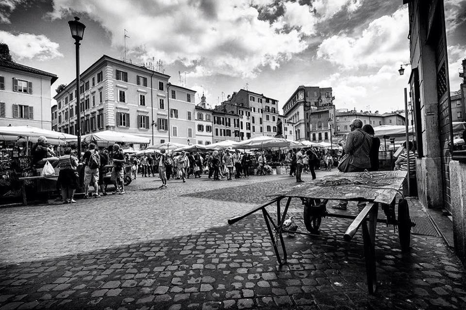 Street photography a Campo de' Fiori - scatto di Paolo Penna