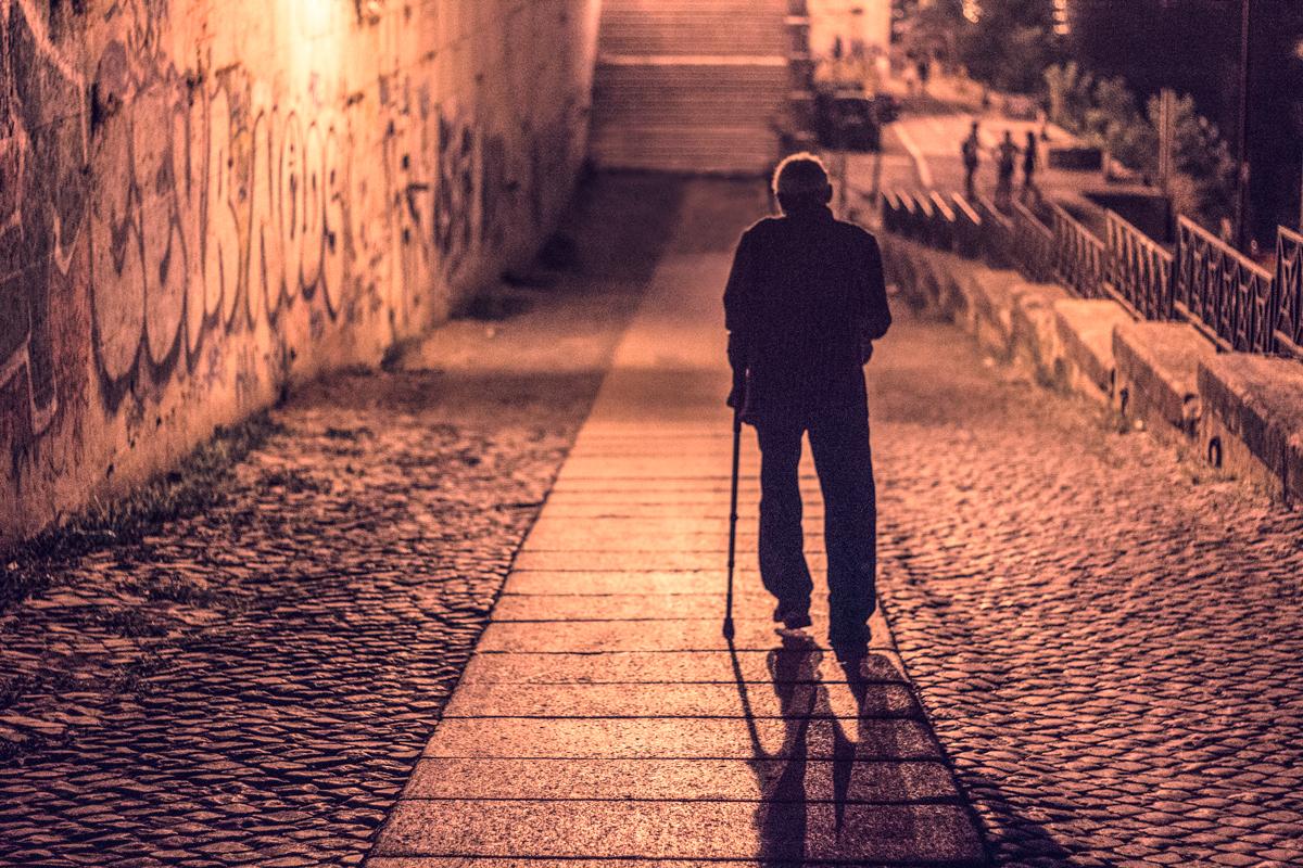 fotografia di notte lungotevere a Roma Estate