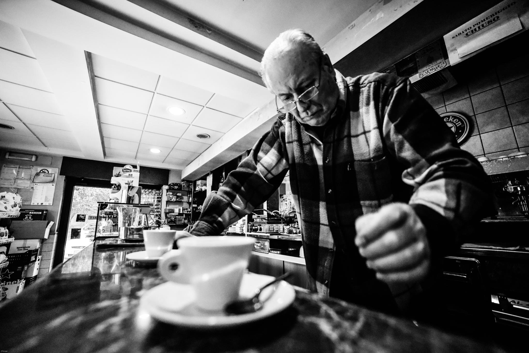 Al bar - Roma Street Photography - Pic by Francesco Torrice