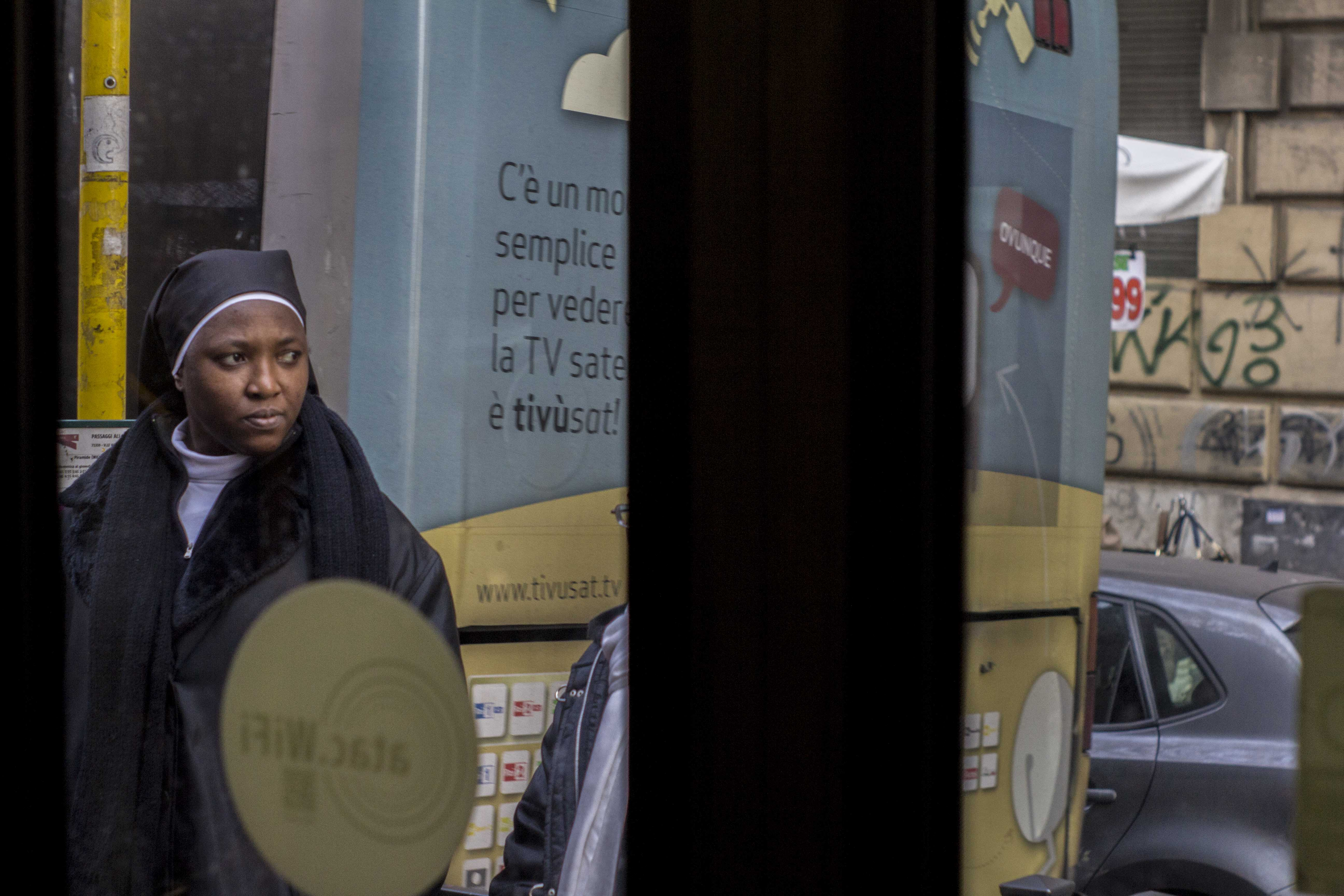 "Roma Street Photography - ""In Tram"" - Pic by Tommaso Valente"
