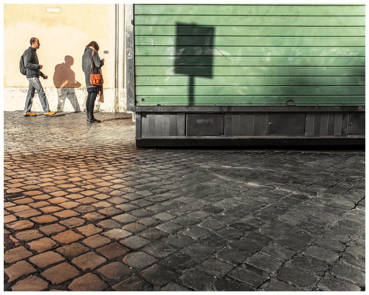 Roma Street Photography - Ombre e luci aiutano a comporre una buona fotografia di strada