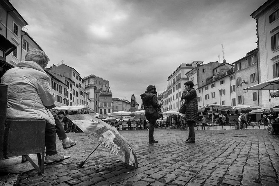 La pioggia si fa attendere - Roma Street Photography - Pic by Paolo Penna