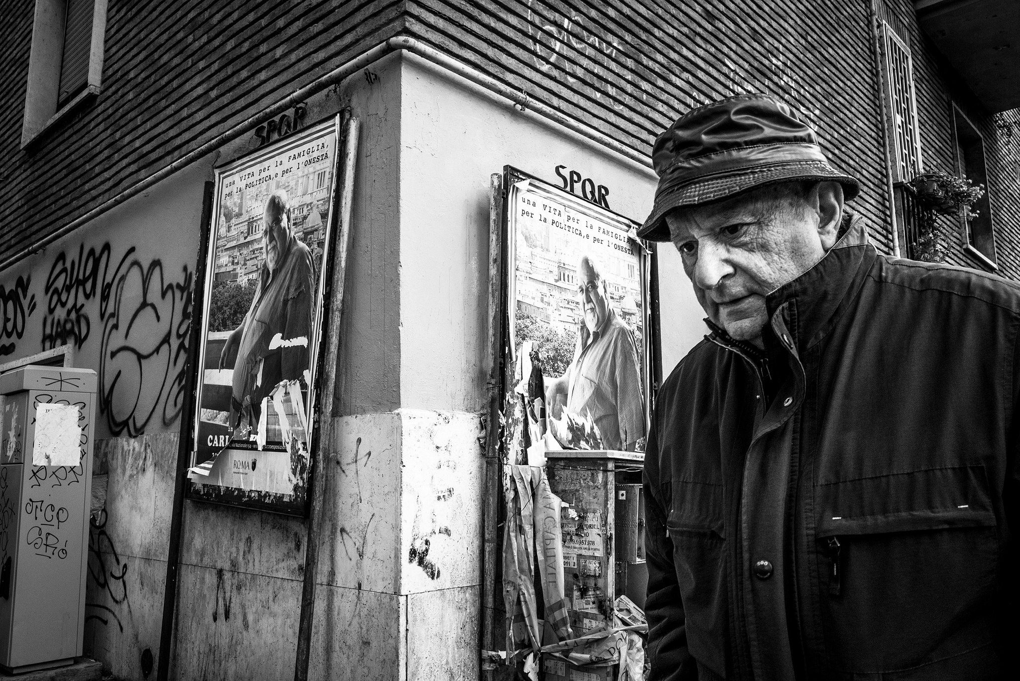 Men on street - Roma Street Photography - © Maurizio Scacchi