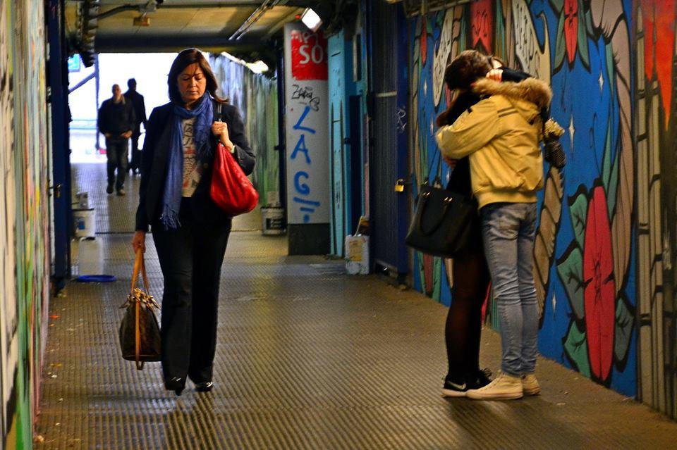 Partenze, arrivi ed abbracci - Roma Street Photography - © Silvia Brutti