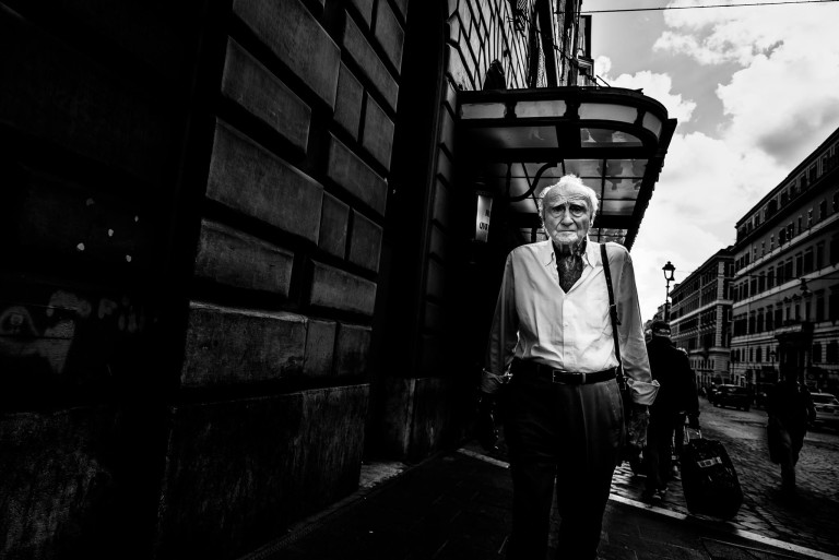 14 mm in bianco e nero - Roma Street Photography – Pic by © Francesco Torrice