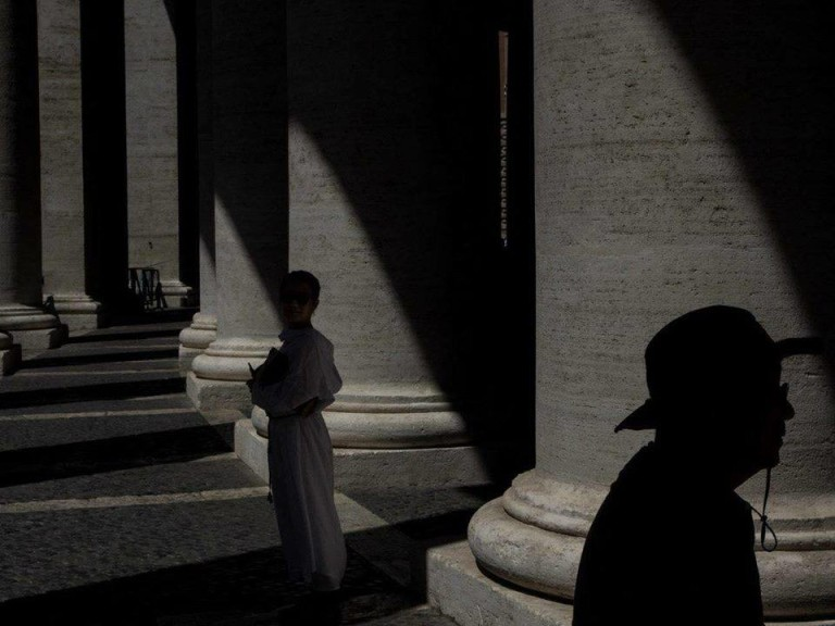 l'uomo nell'ombra - Roma Street Photography - Pic by Giuseppe Ardica