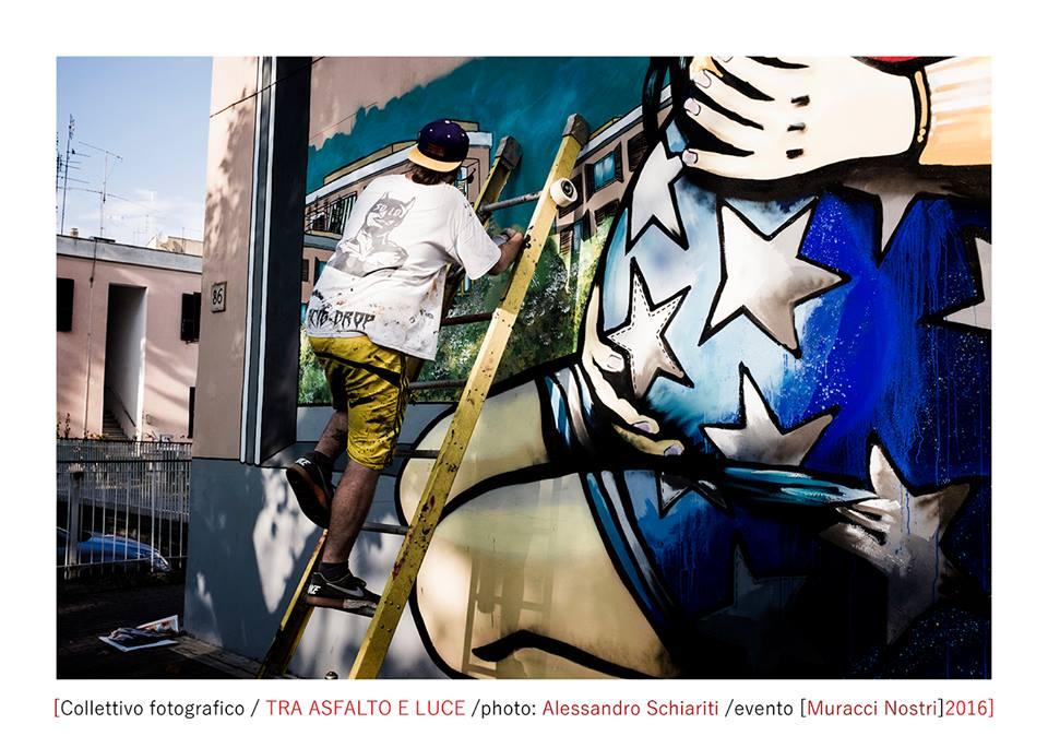 Un istante tra asfalto e luce - Muracci Nostri (Street Art a Primavalle)