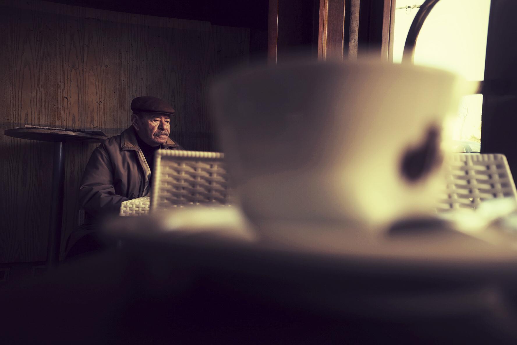 Pausa caffè in una gelida periferia di fine gennaio - Roma Street Photography