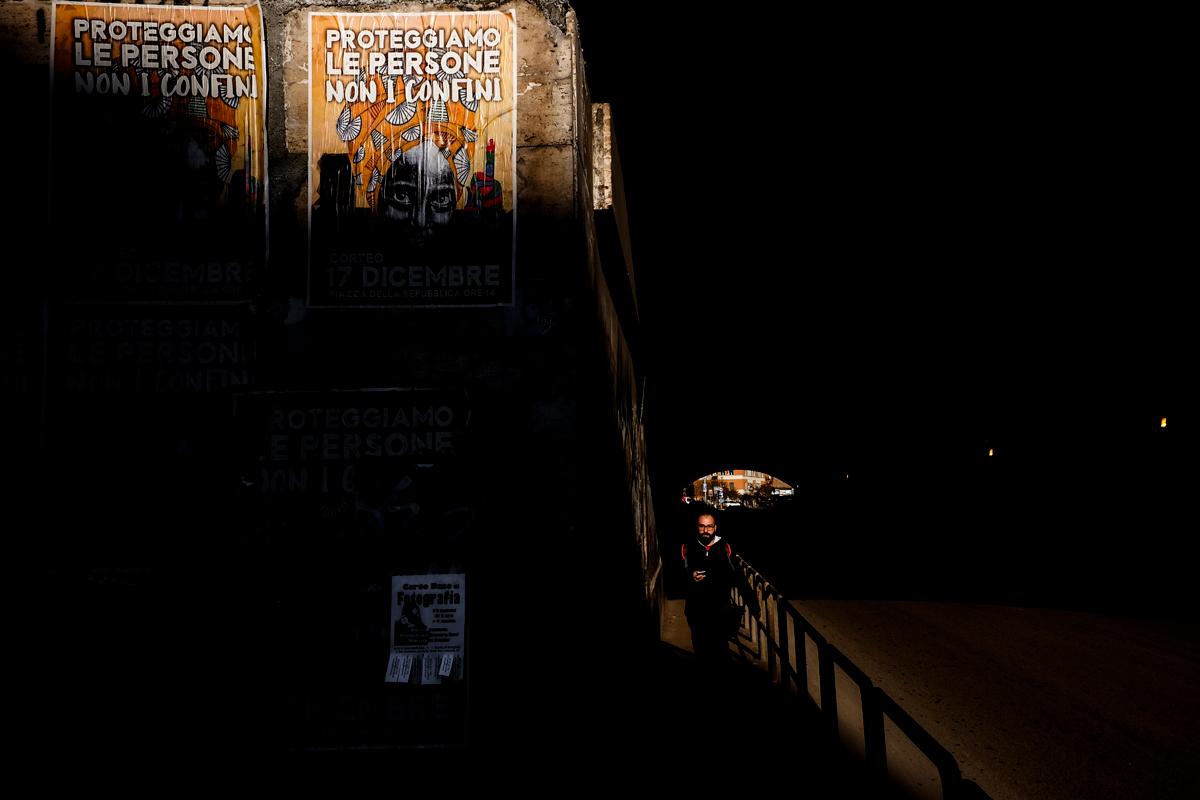 Proteggiamo le persone - Pic by Massimiliano Vecchi - Roma Street Photography